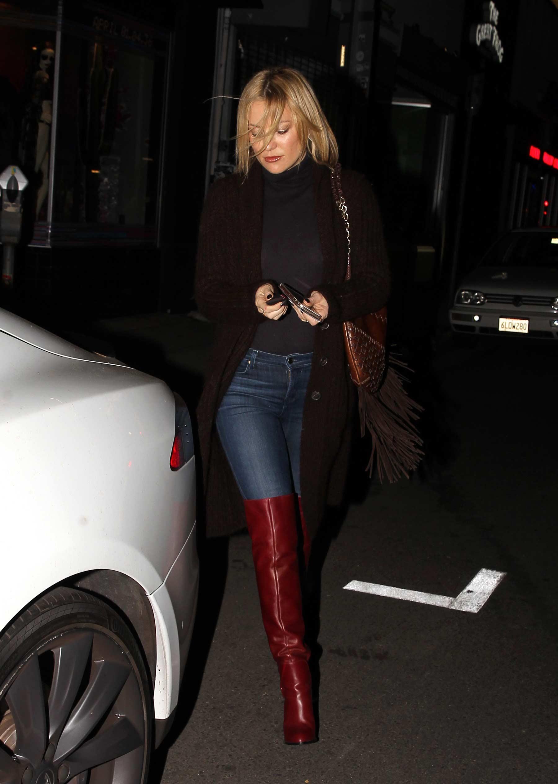 Kate Hudson outside Carlitos Gardel Restaurant