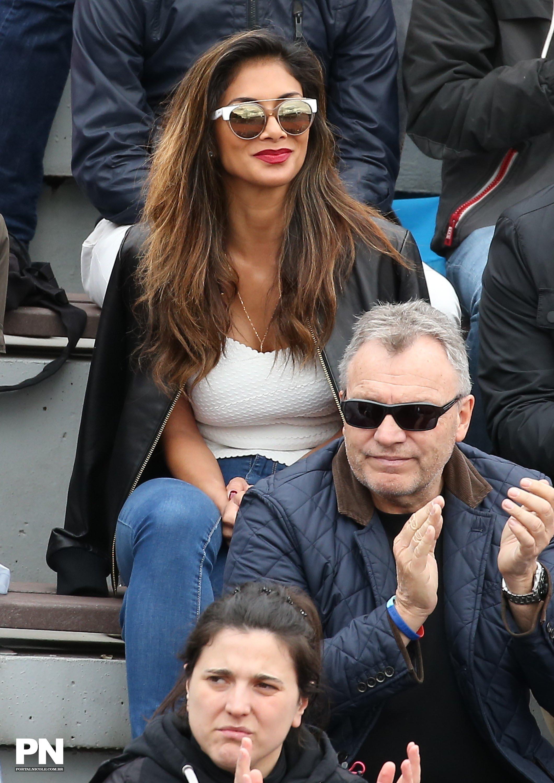 Nicole Scherzinger watching a tenis game