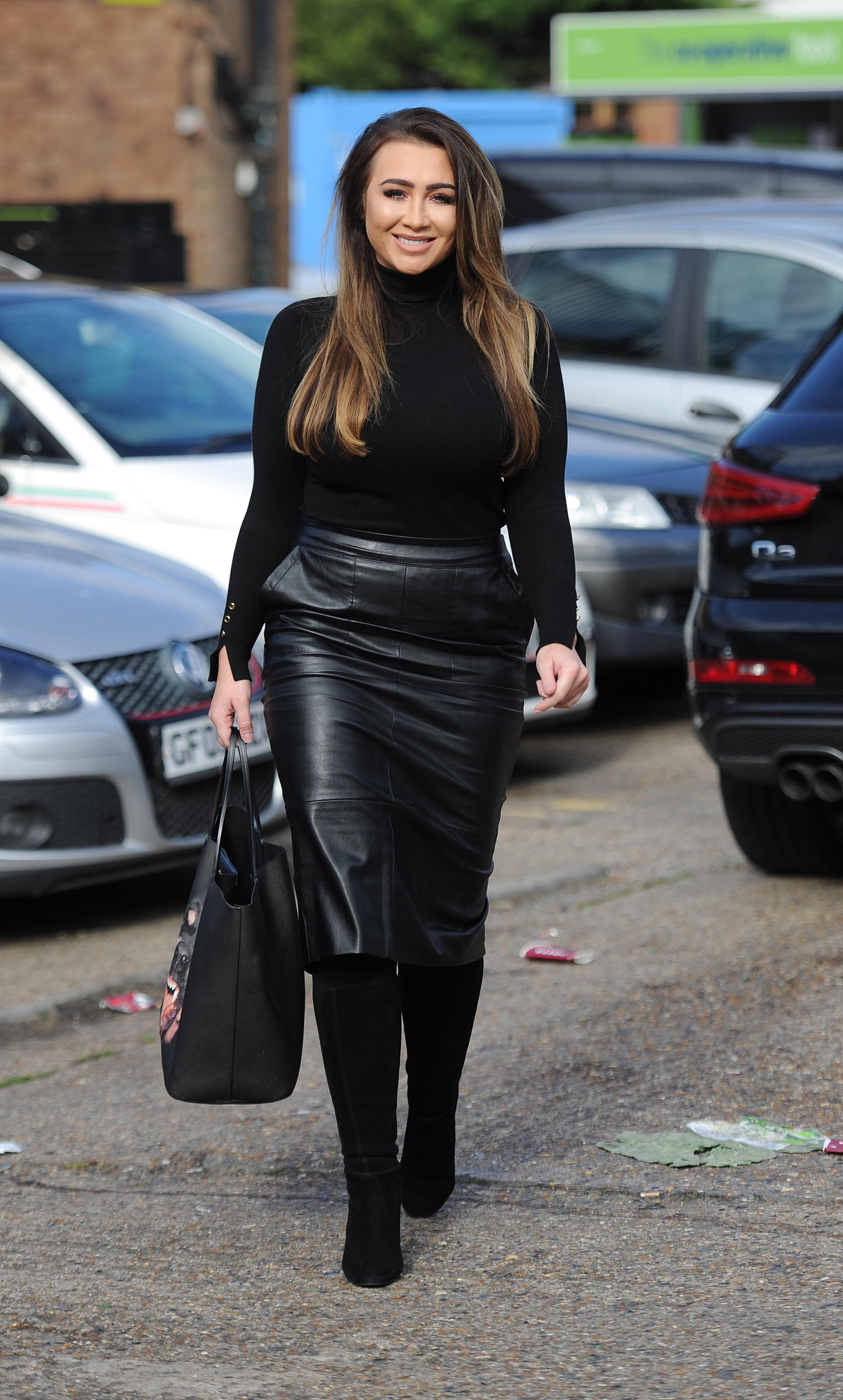 Lauren Goodger showcases very peachy derrière whilst car