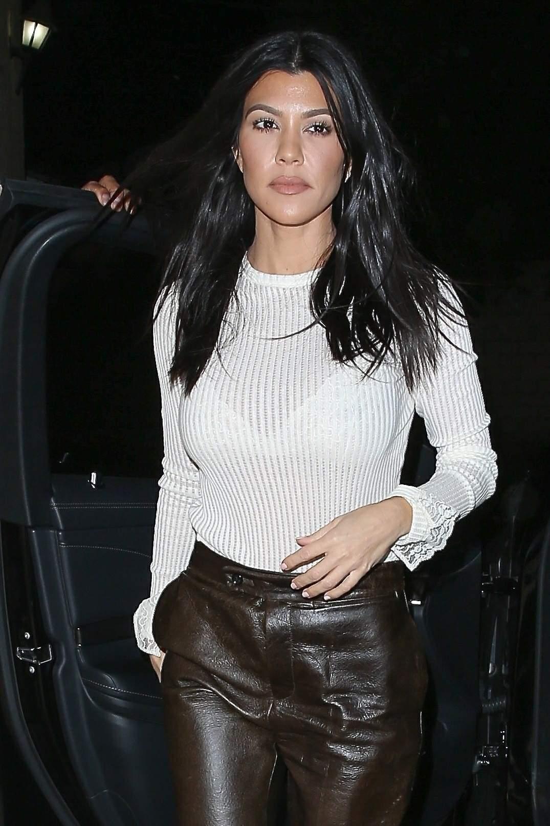 Kourtney Kardashian & Kendall Jenner out together for dinner