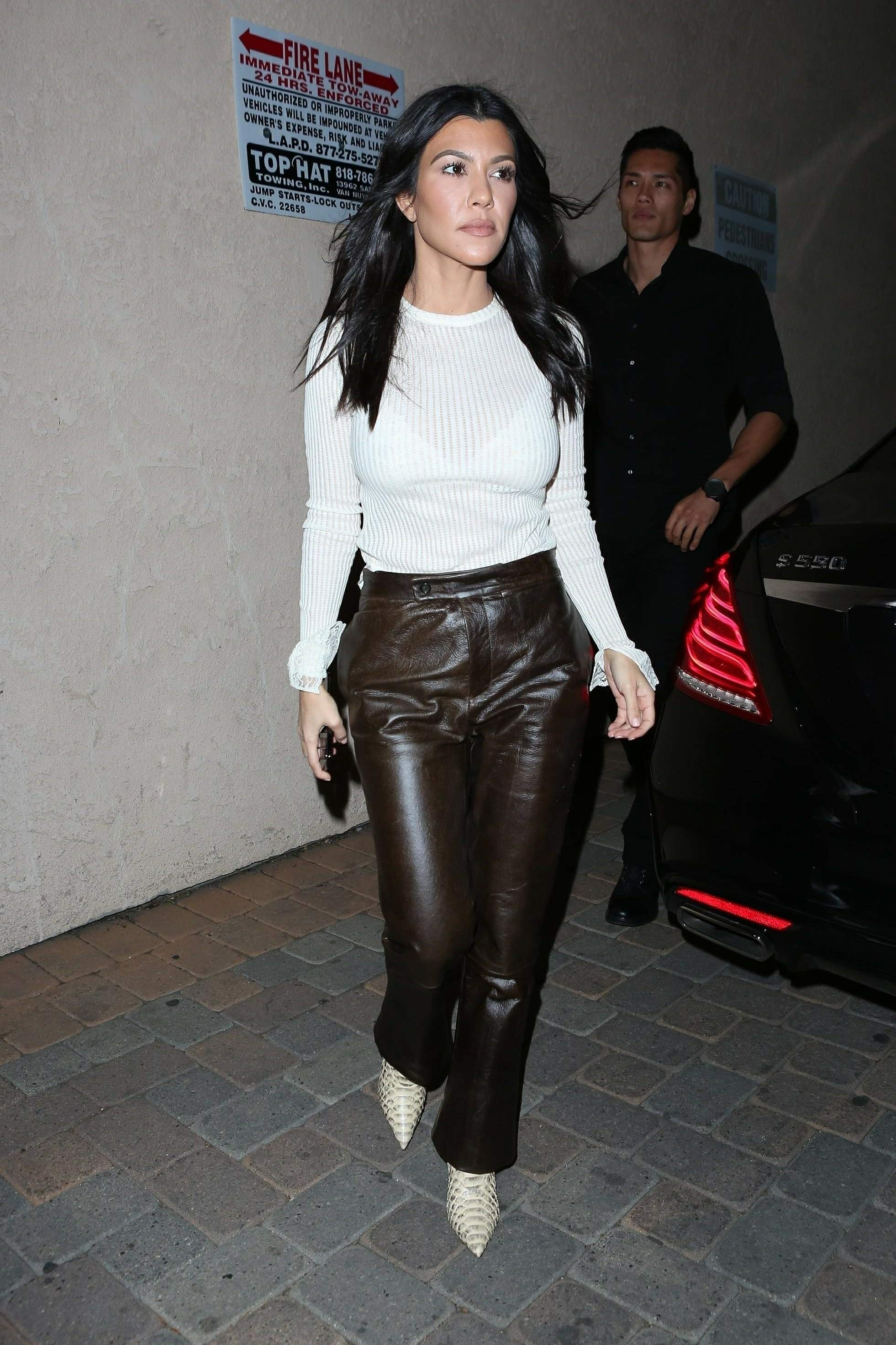 Kourtney Kardashian & Kendall Jenner out together for dinner