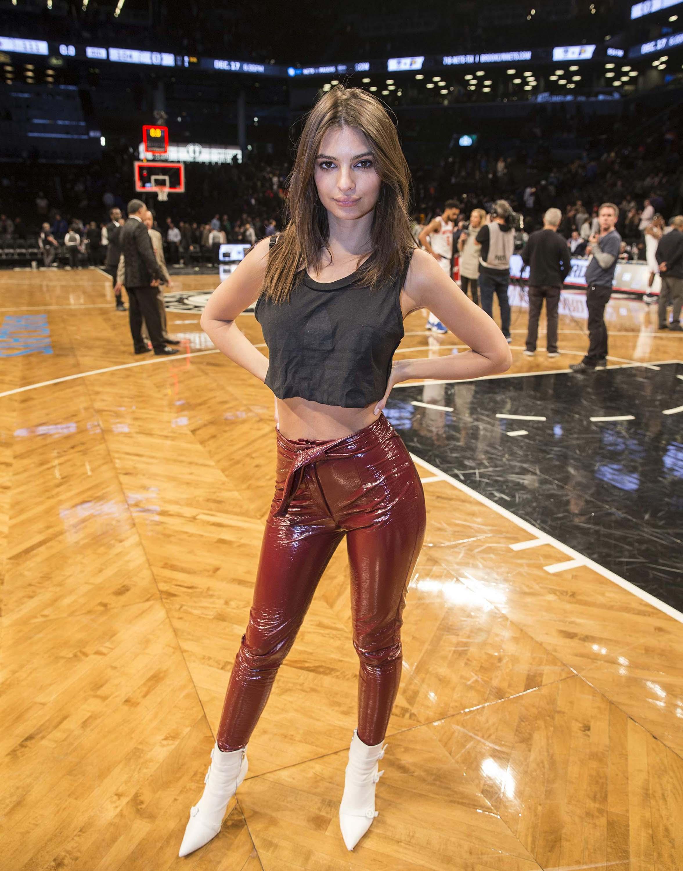 Emily Ratajkowski attends Knicks vs the Nets