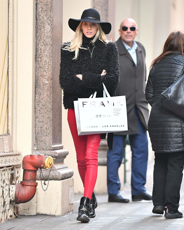 Devon Windsor goes shopping in SOHO
