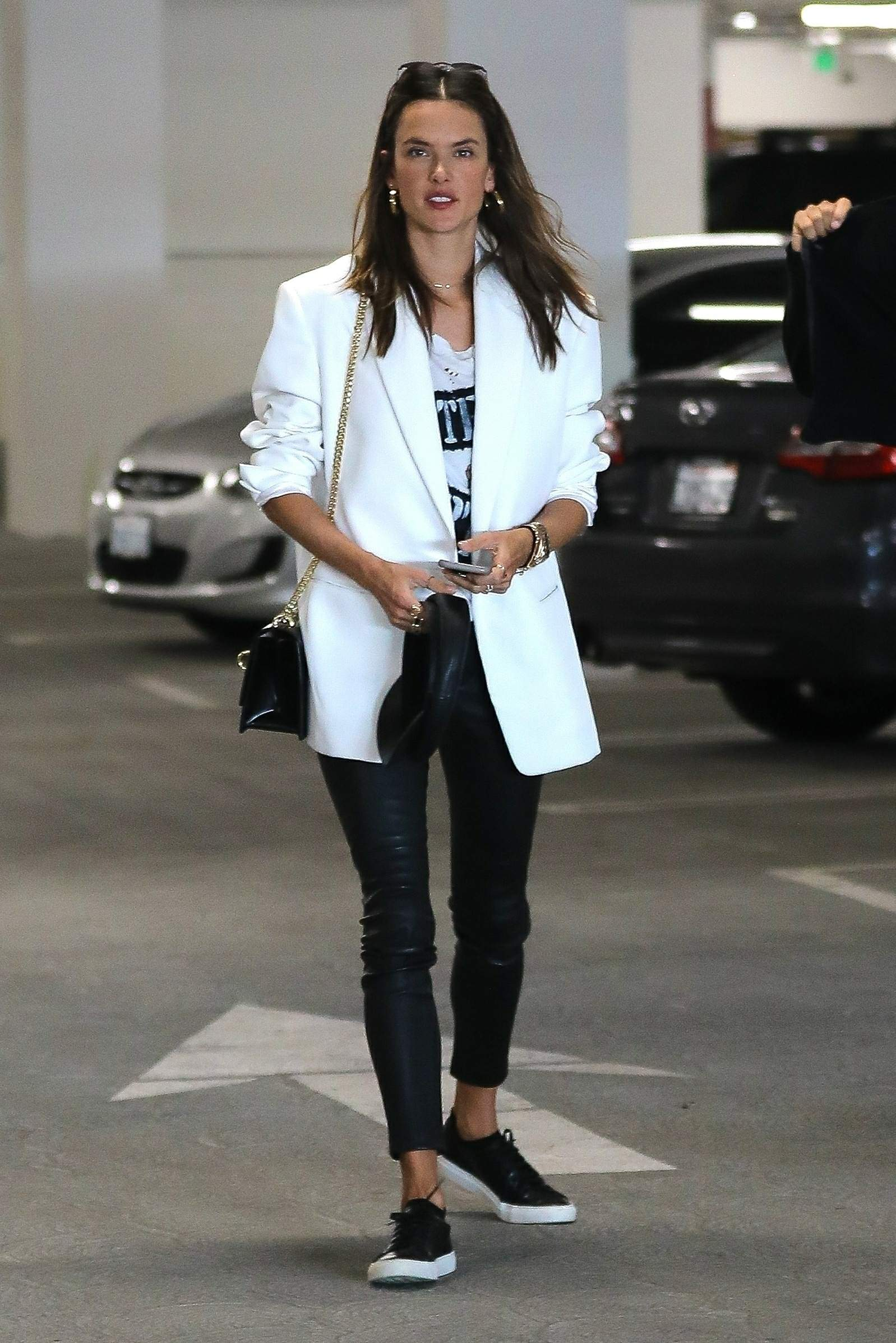 Alessandra Ambrosio has a lunch date