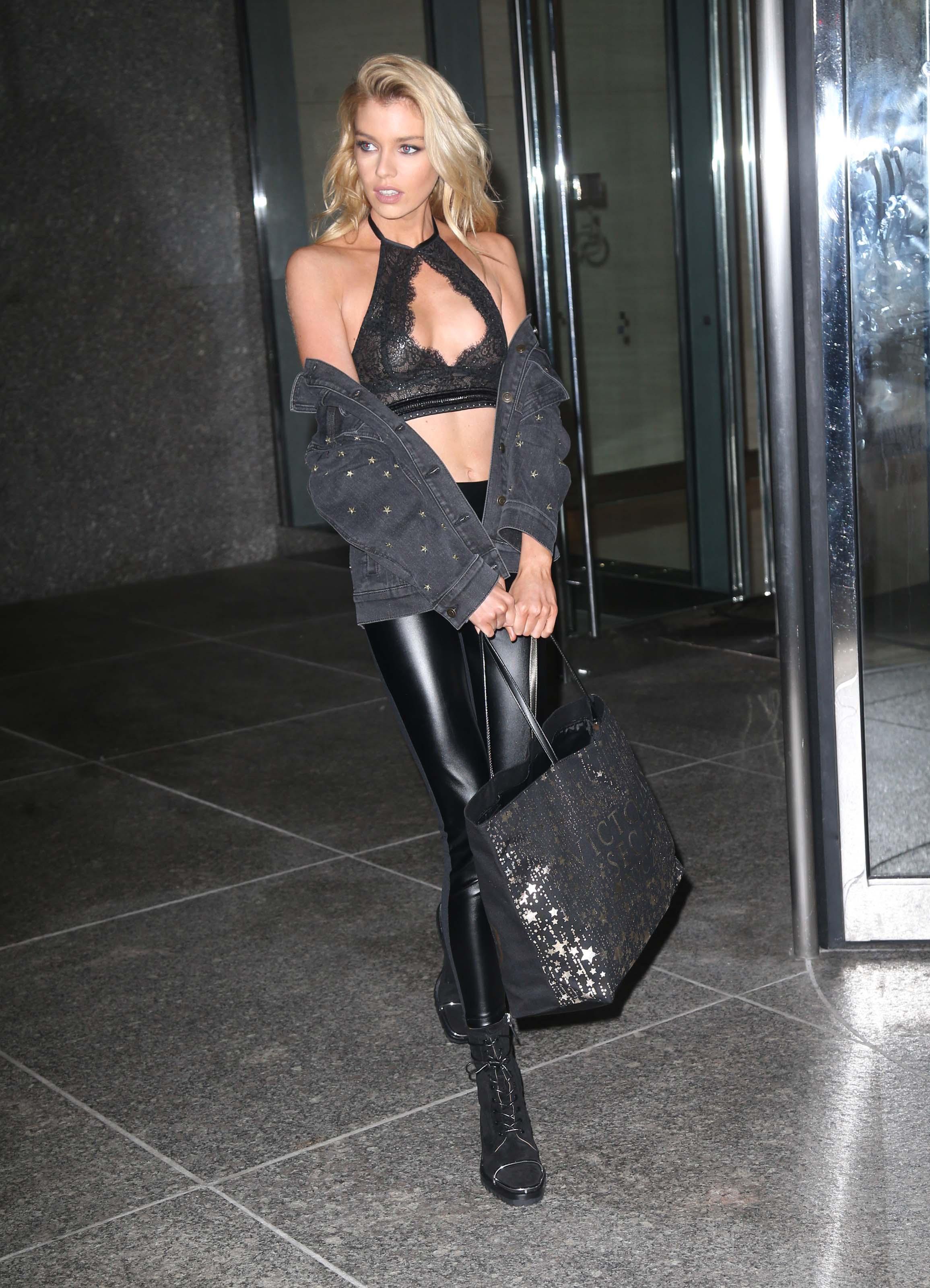 Stella Maxwell seen at Victoria's Secret
