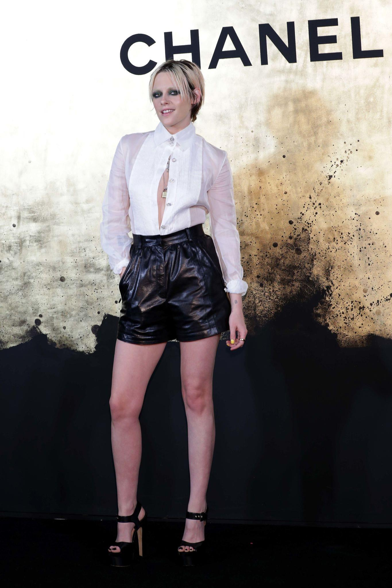 Kristen Stewart attends the CHANEL Paris-New York 2018'19 Metiers d'Art show
