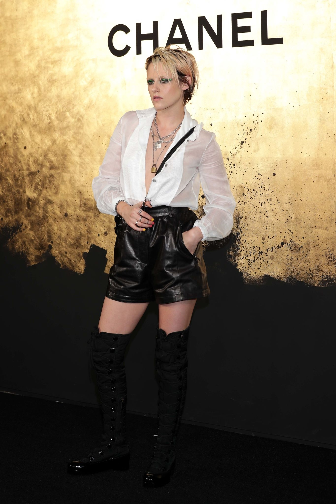 Kristen Stewart attends the CHANEL Paris-New York 2018'19 Metiers d'Art show