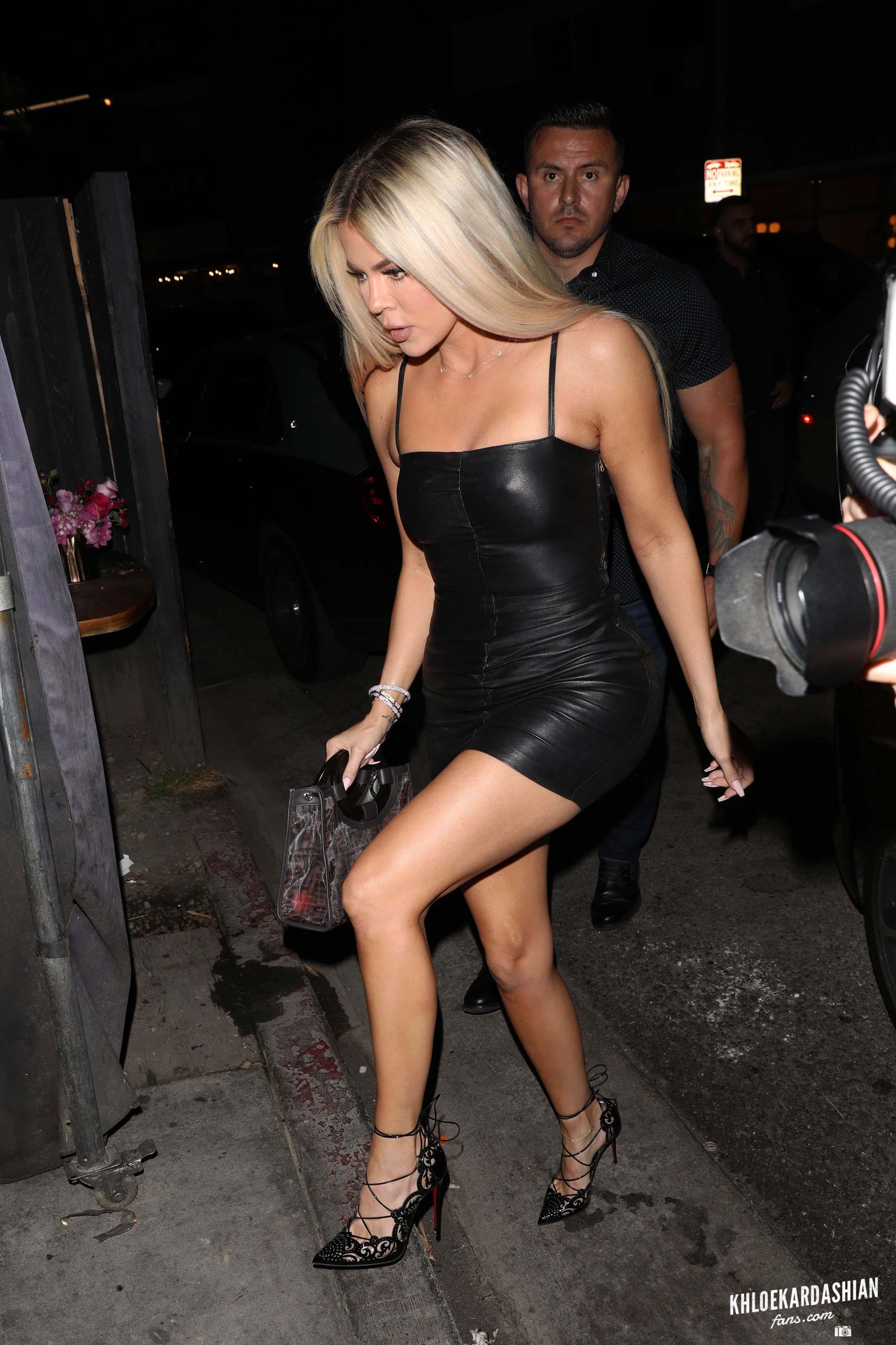 Khloe Kardashian arriving at Nice Guy restaurant