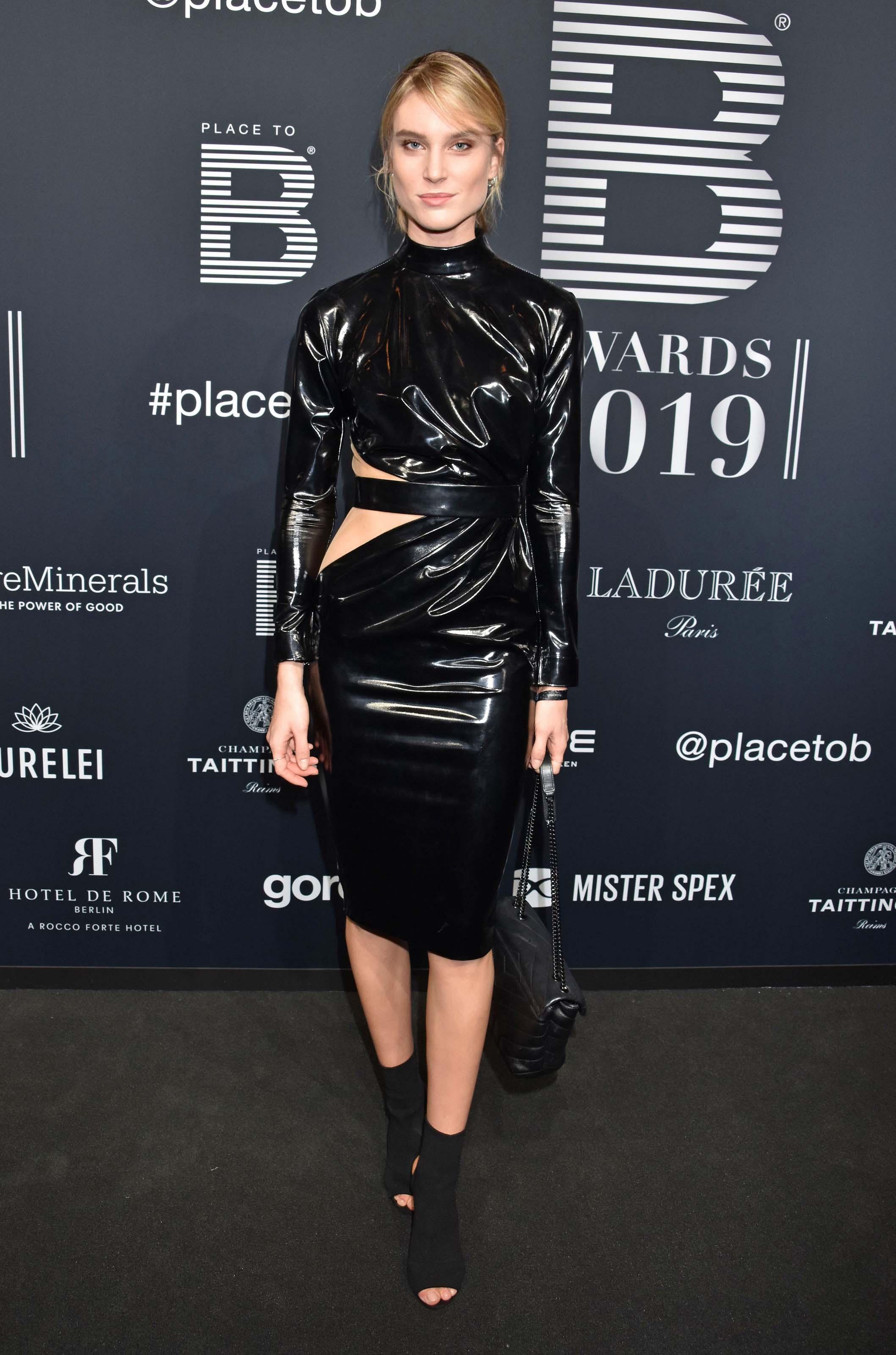 Kim Hnizdo attends Place 2 Be Influencer Awards