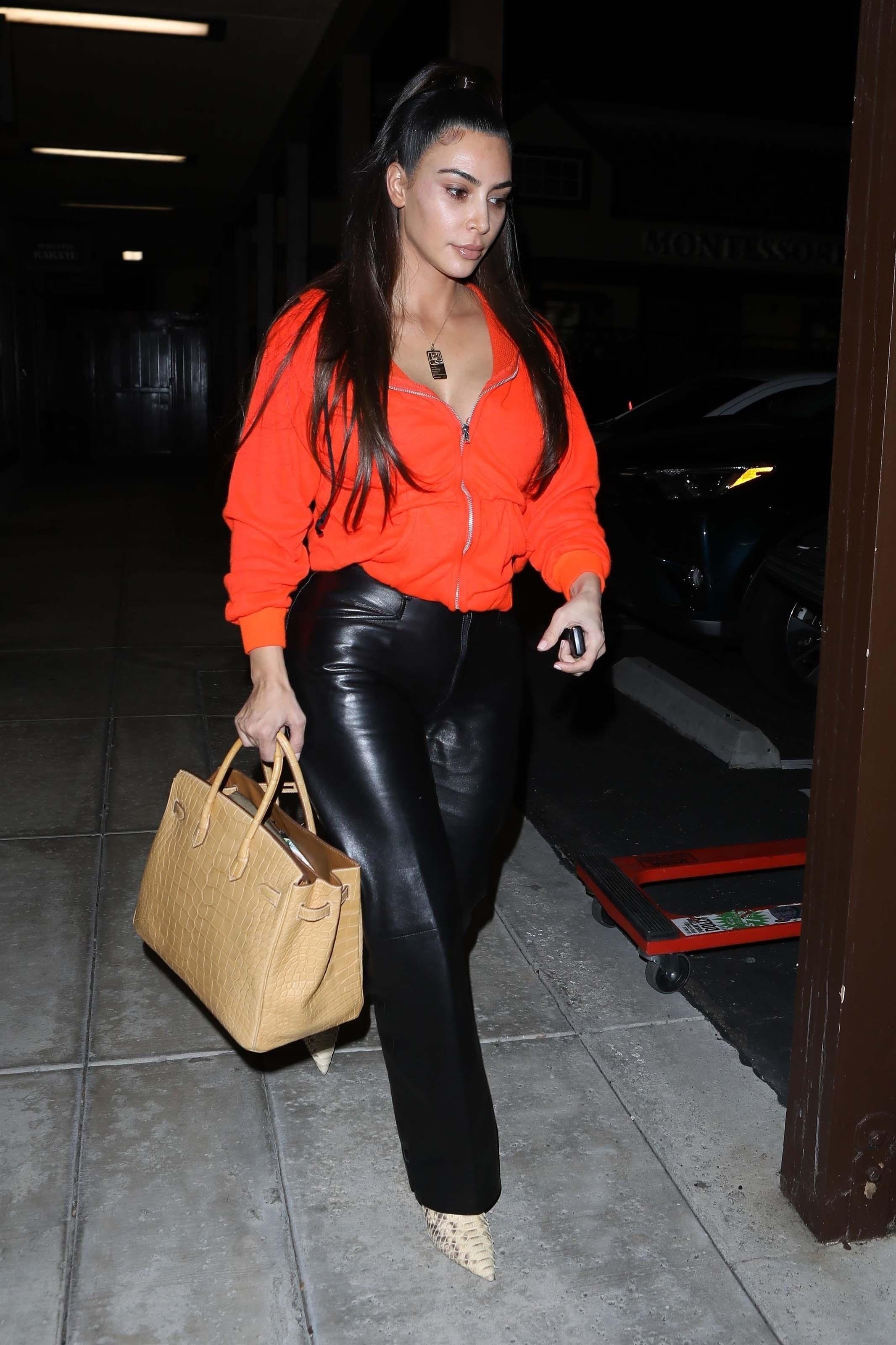 Kim Kardashian returns to her car