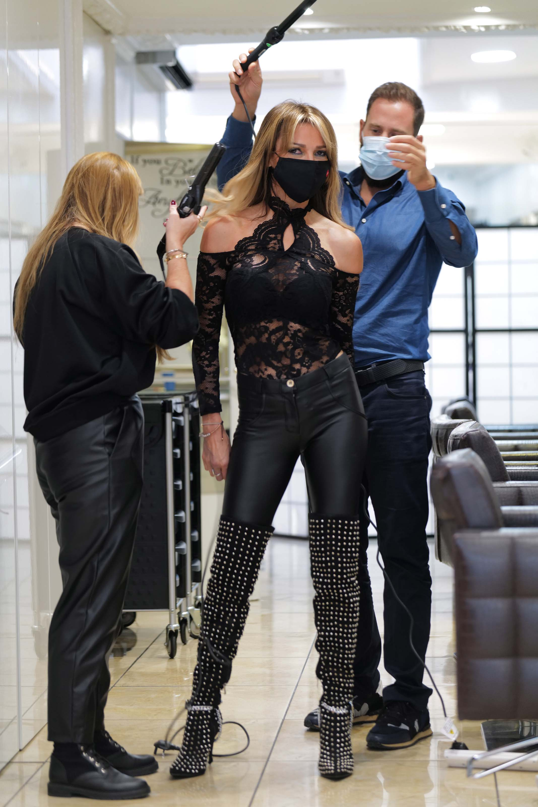 Lizzie Cundy seen at Agent Provocateur in Knightsbridge