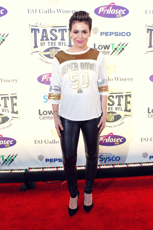 alyssa milano attends taste   nfl  anniversary party leather celebrities