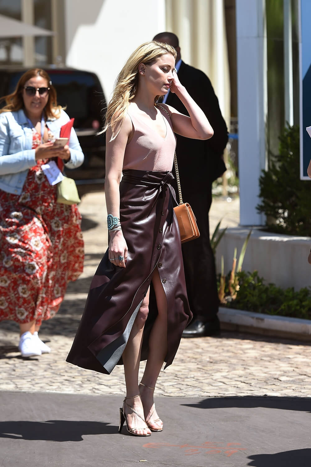 Amber Heard heading for lunch at the La Plage du Martinez