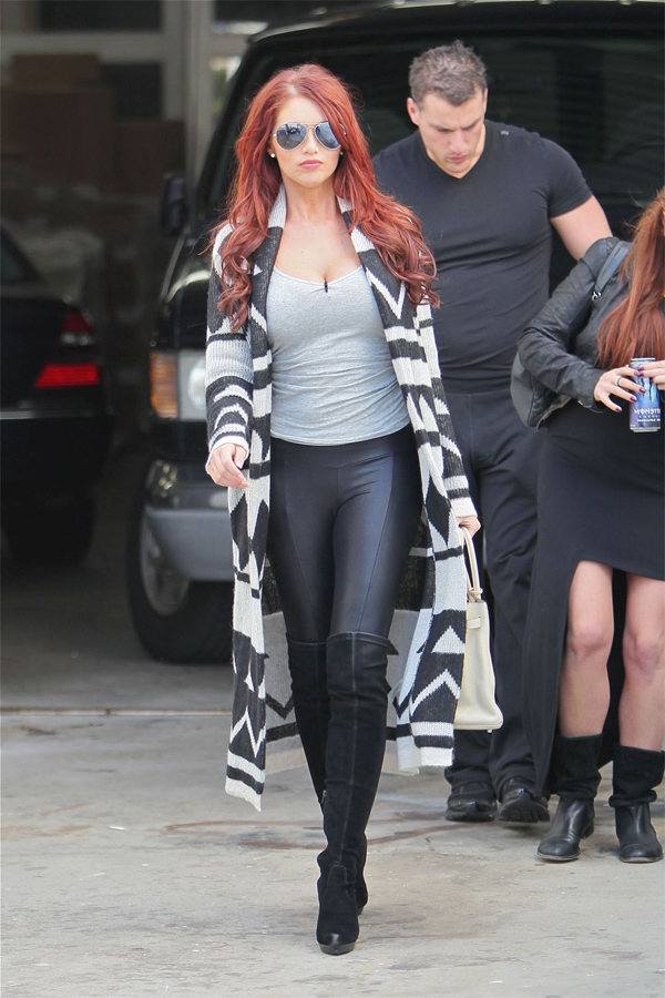 Amy Childs takes a Hollywood Movie Stars Homes Tour