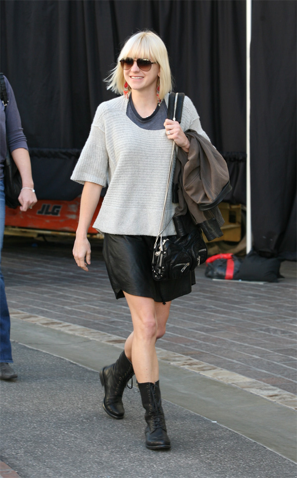 Anna Faris shops at the Grove in Hollywood