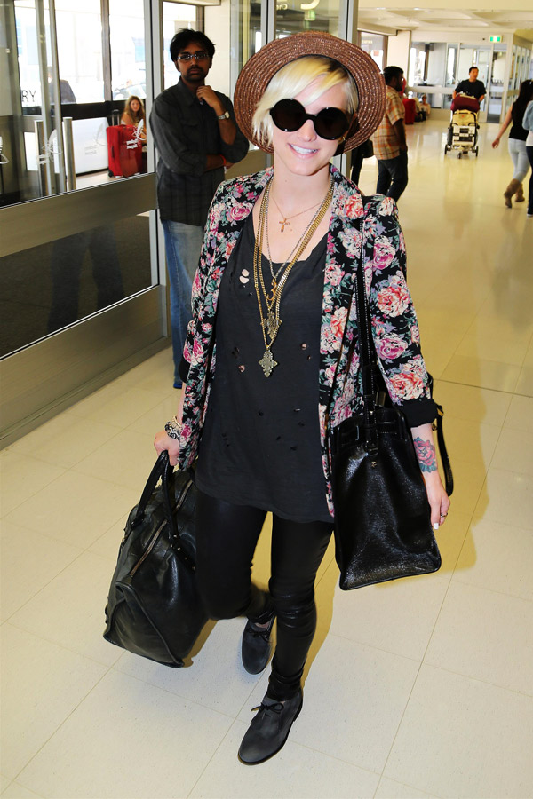 Ashlee Simpson departed Sydney International Airport