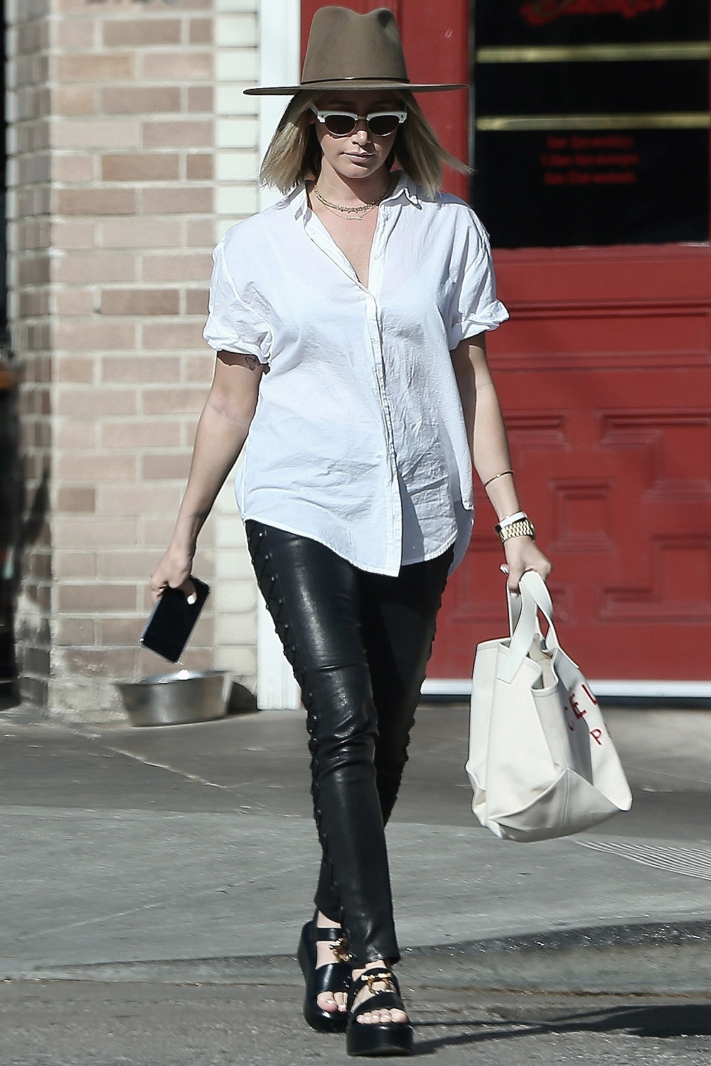 Ashley Tisdale grabs lunch with a friend