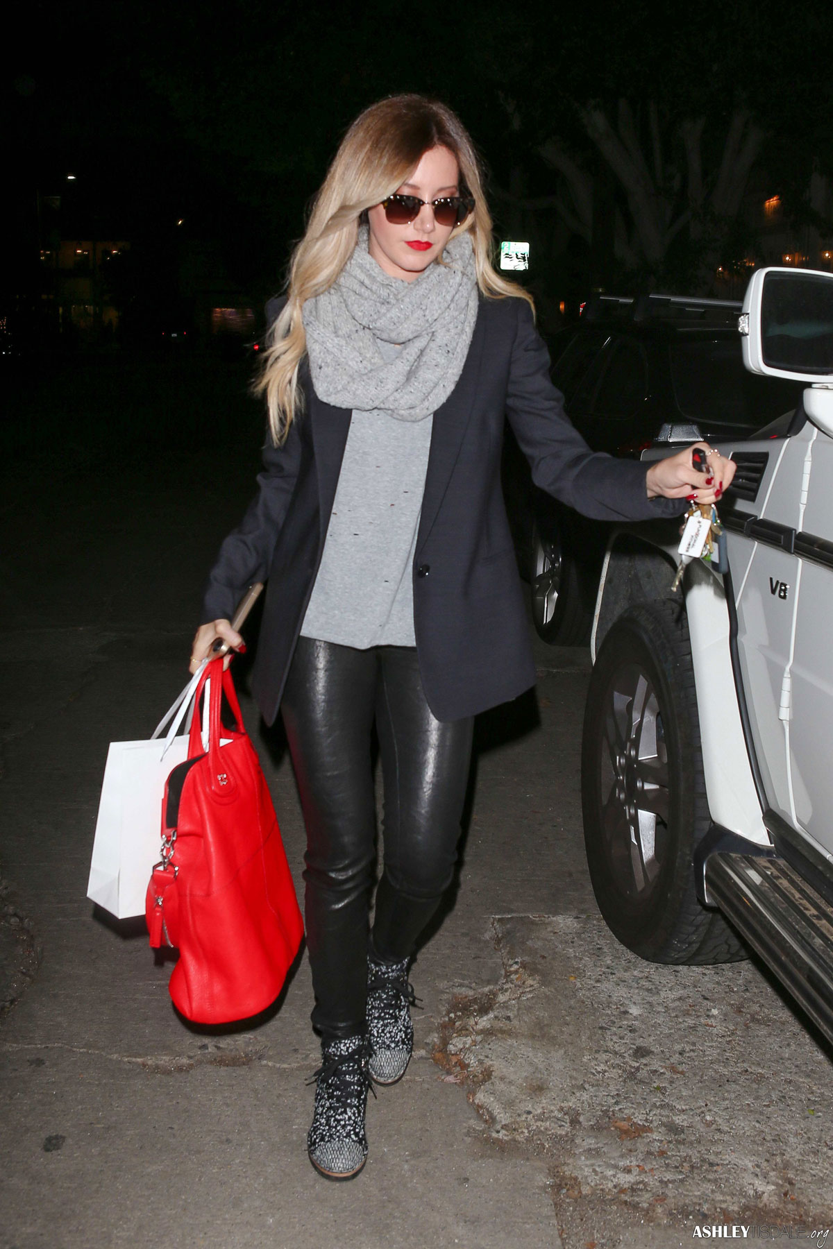 Ashley Tisdale was spotted on Friday night (December 5th) as she left the Nine Zero One Salon