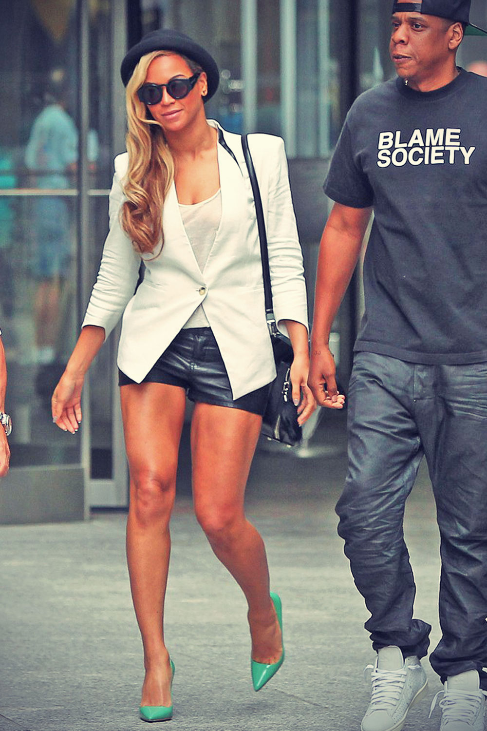 Beyonce keeps it stylish as she leaves a movie theater