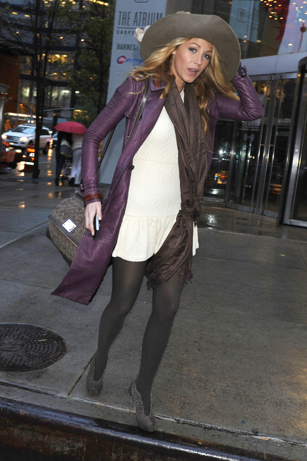 Blake Lively leaving Barnes & Noble on The East Side in New York