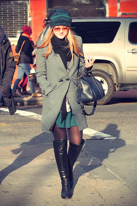 Dakota Fanning stroll through SoHo