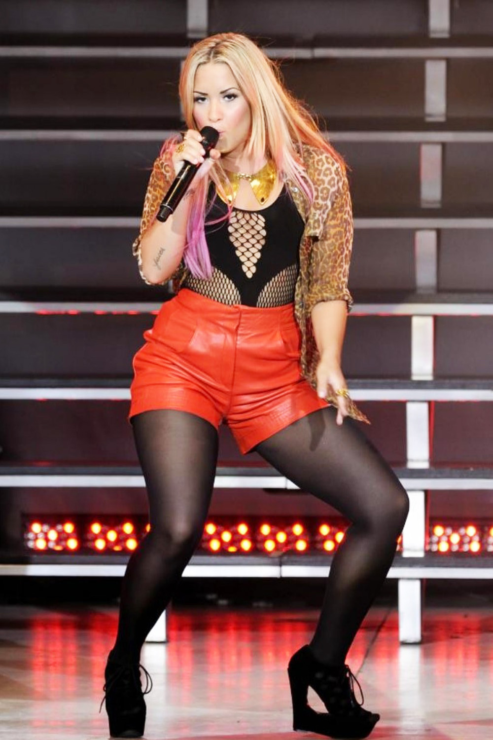Demi Lovato performance candids