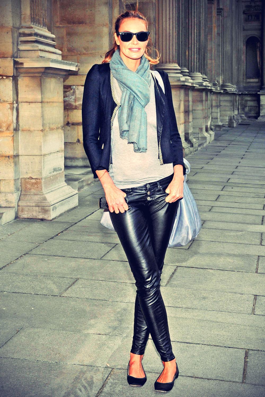 Elle MacPherson attends Louis Vuitton show