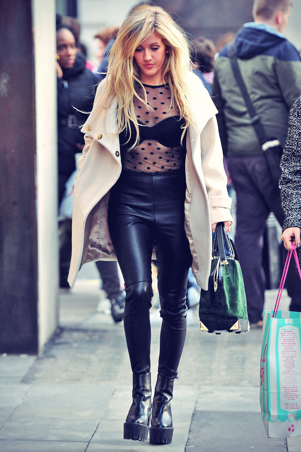Ellie Goulding shopping at Urban Outfitters