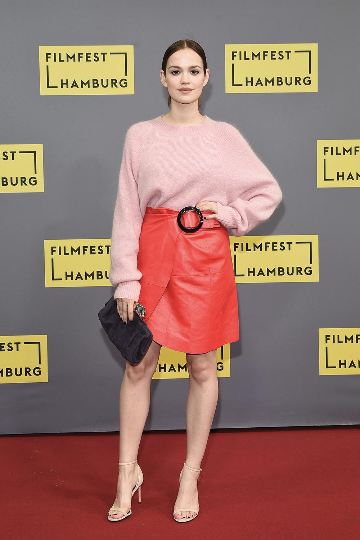 Emilia Schule attends Premiere Simpel