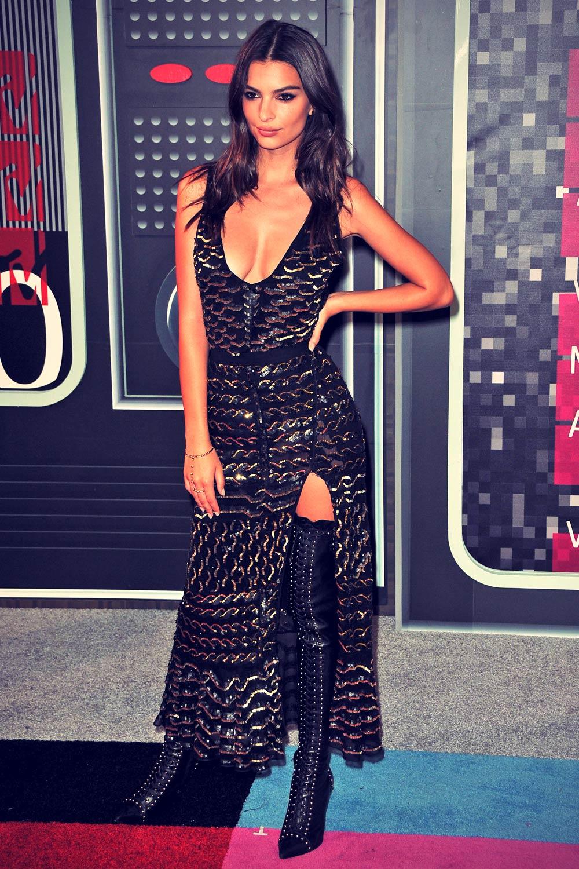 Emily Ratajkowski attends 2015 MTV Video Music Awards