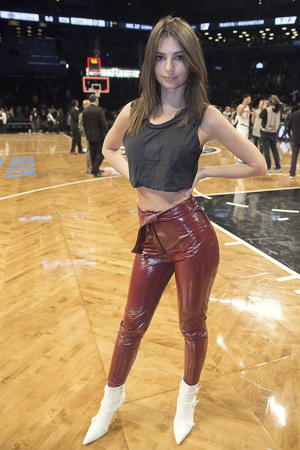 Emily Ratajkowski attends Knicks vs the Nets