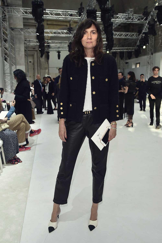 Emmanuelle Alt arrives at the Schiaparelli Haute Couture FW show