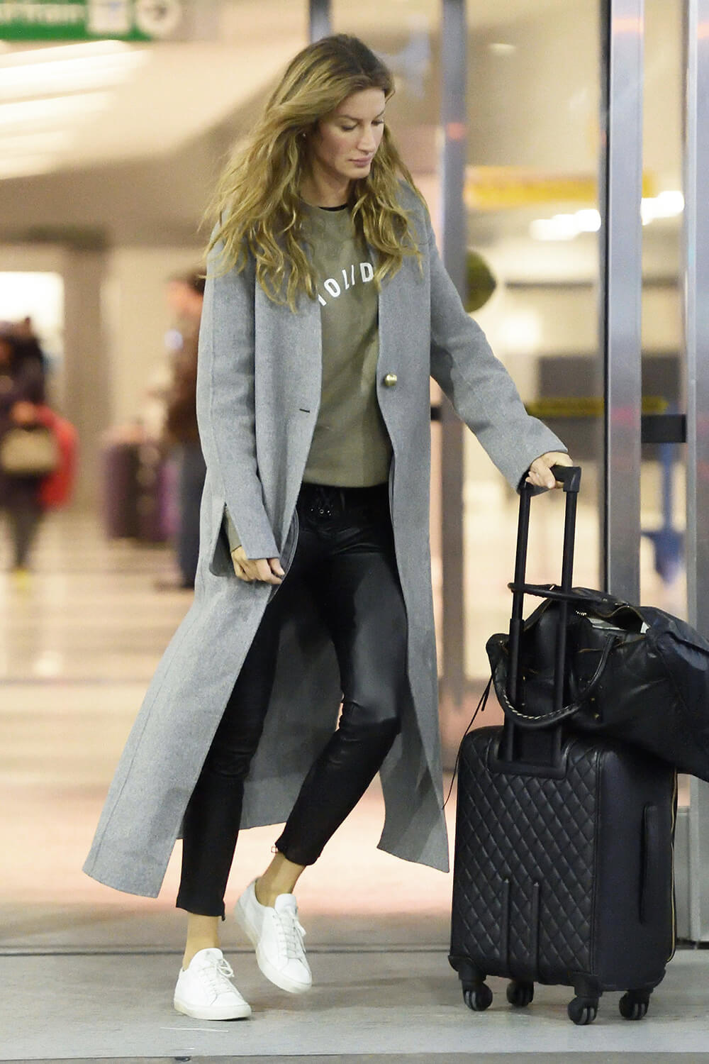 Gisele Bundchen arrives JFK Airport this morning to catch a flight out