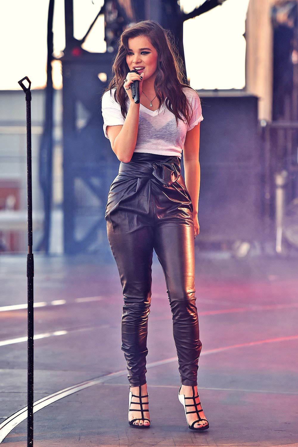Hailee Steinfeld Performs At 2015 Iheartradio Music