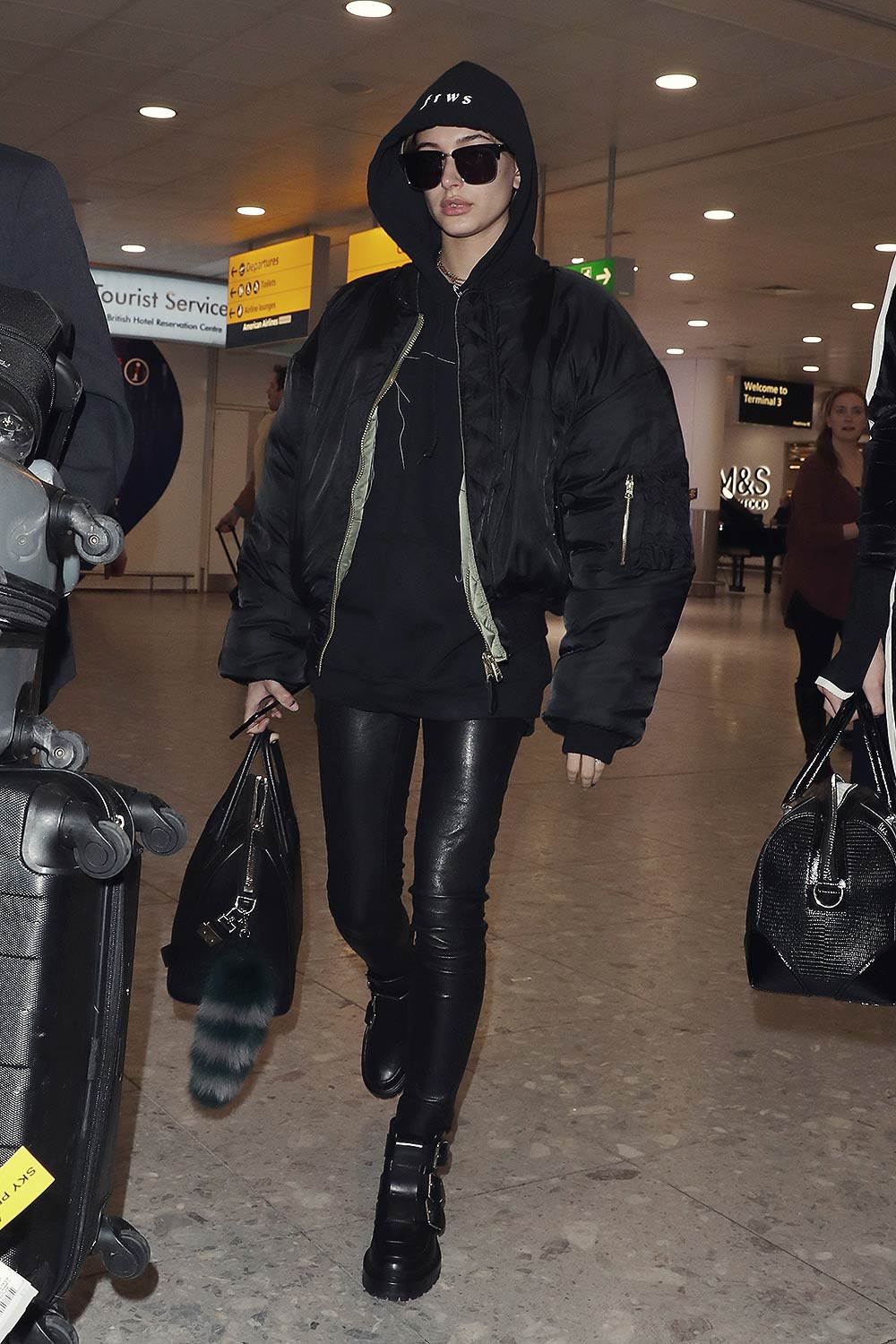 Hailey Baldwin Heathrow Airport