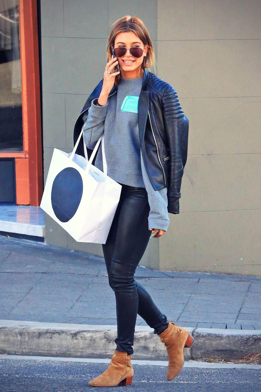 Hailey Baldwin Shopping in Sydney