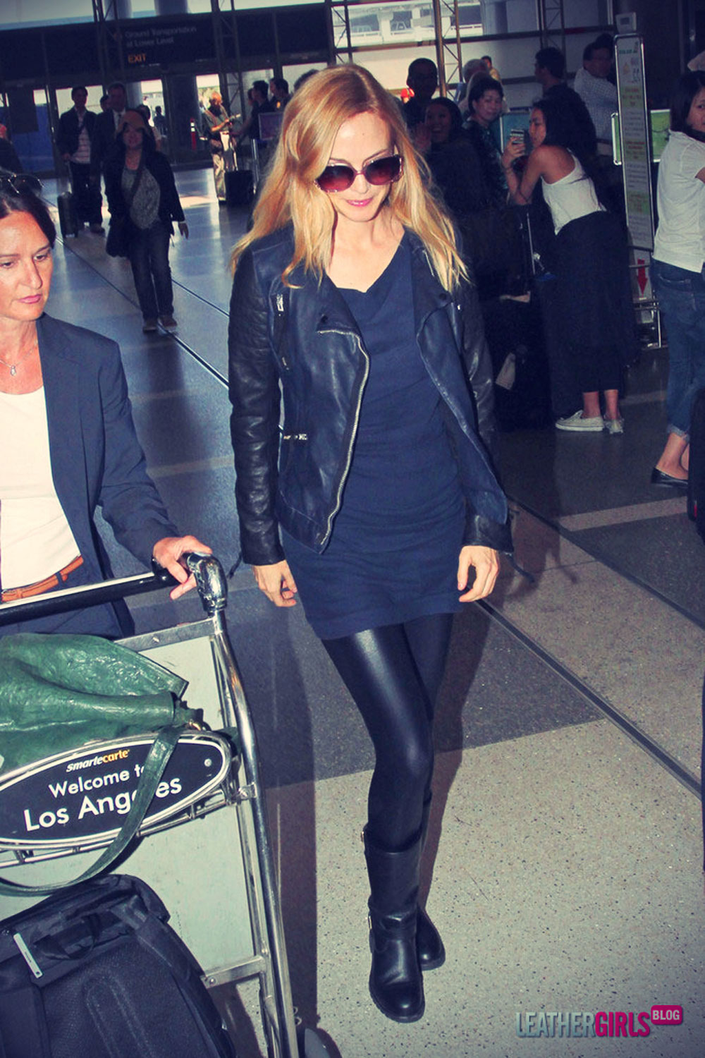 Heather Graham makes her way through the LAX airport