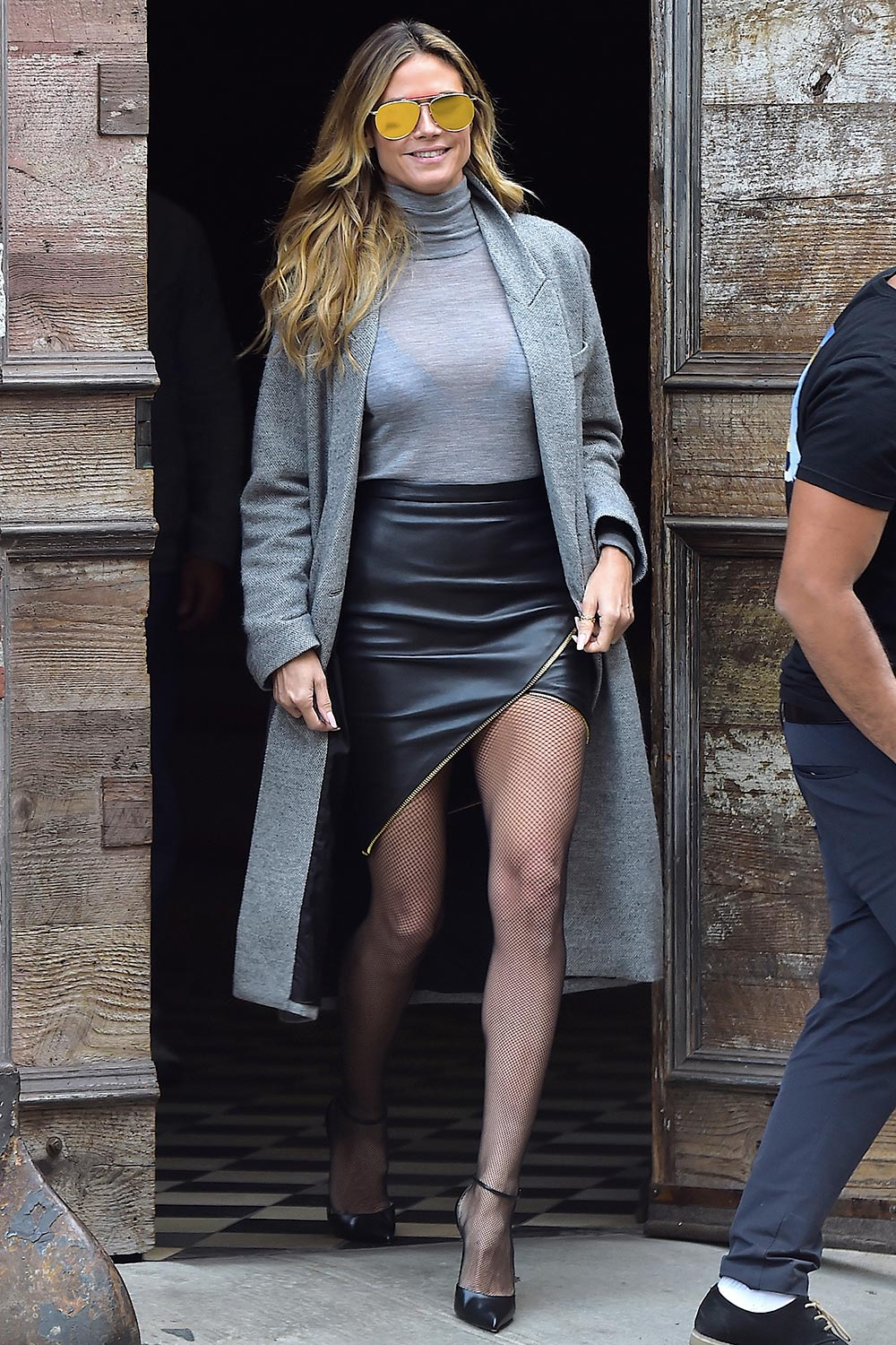 Heidi Klum black leather skirt
