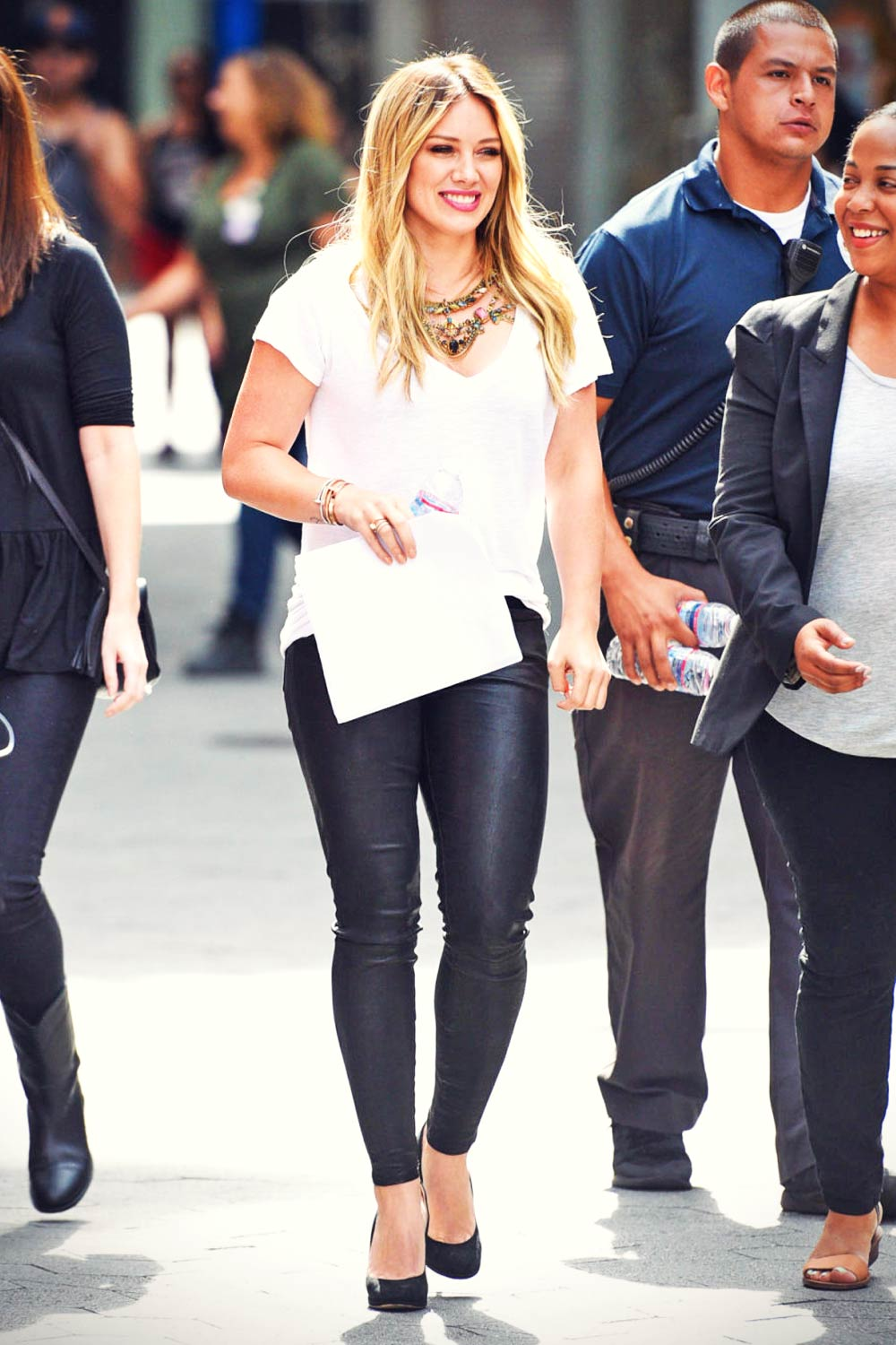 Hilary & Haylie Duff visit Extra at Universal Studios