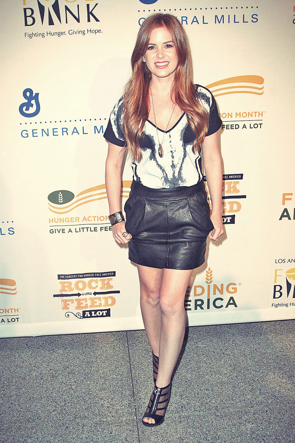 Isla Fisher arrives at the Rock A Little, Feed Alot benefit concert