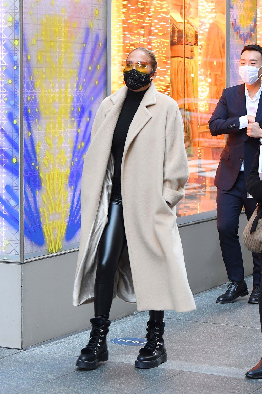 Jennifer Lopez seen at Dior boutique