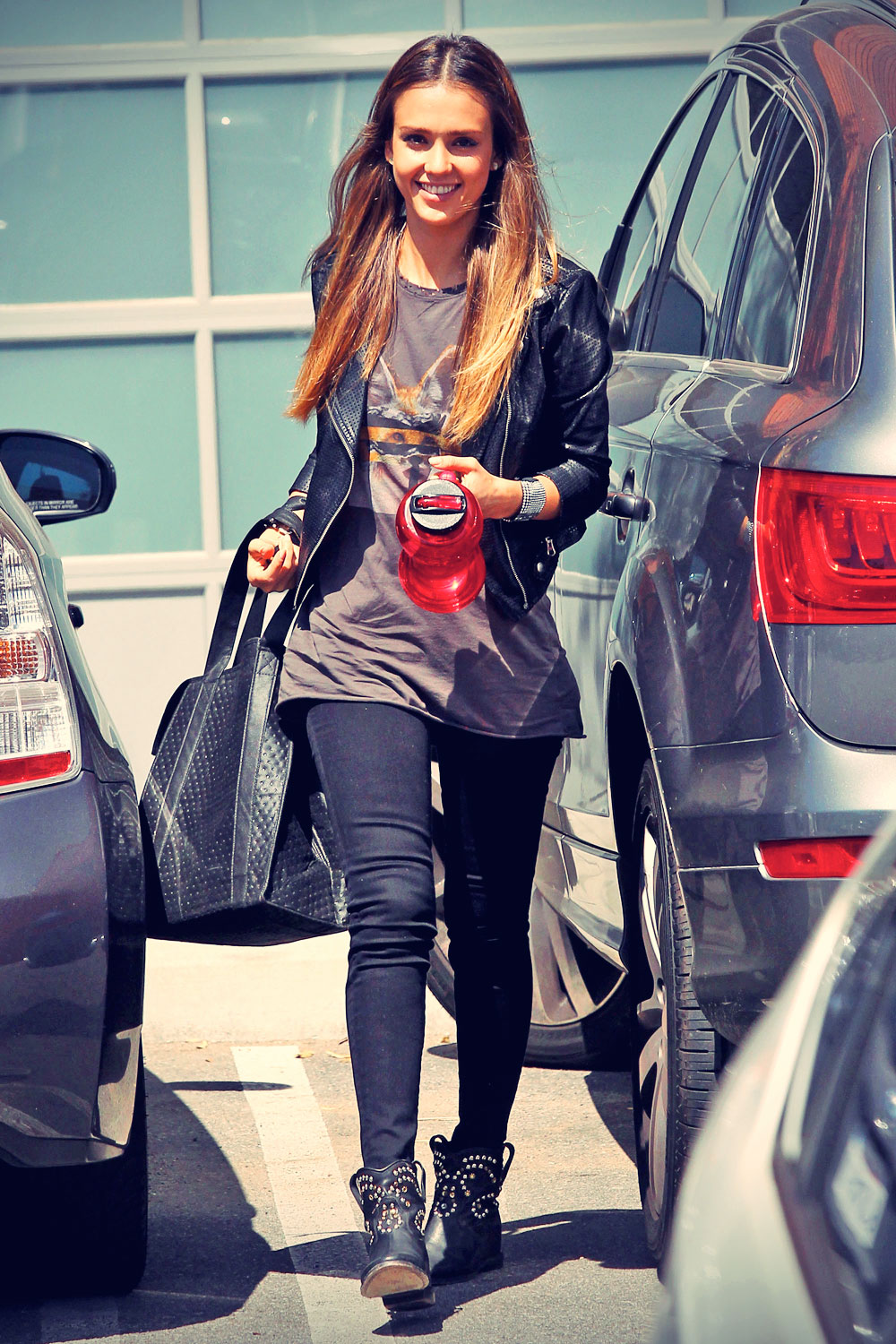 Jessica Alba arriving at an Office in LA