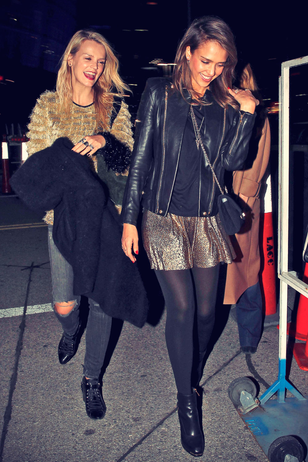 Jessica Alba arrive at Beyoncé's concert in LA