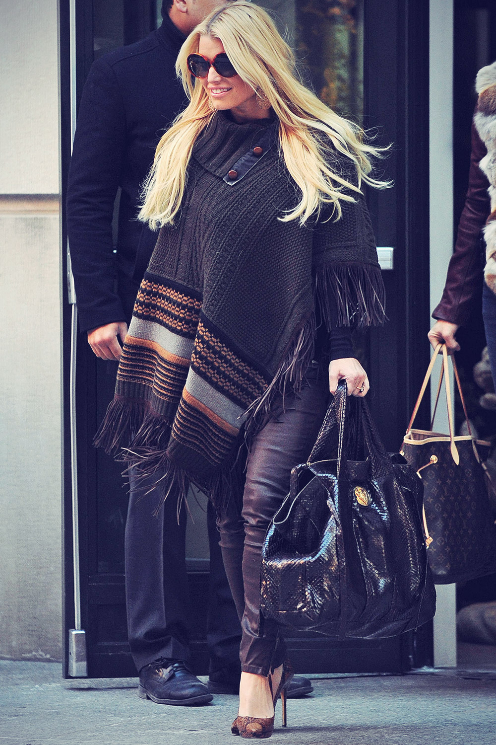 Jessica Simpson leaves JFK airport and arrives at LAX