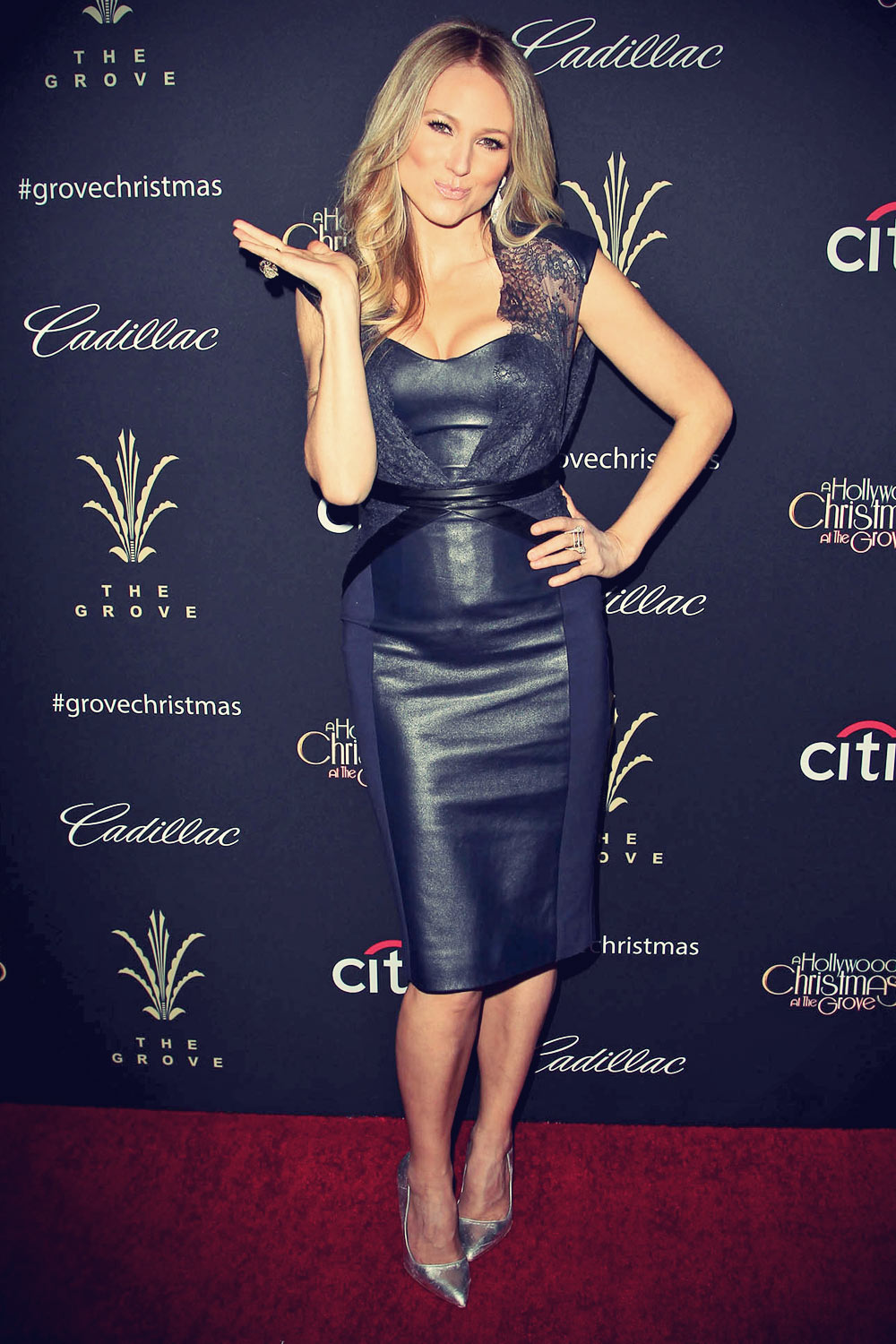 Jewel attends 11th Annual Christmas Tree Lighting Spectacular