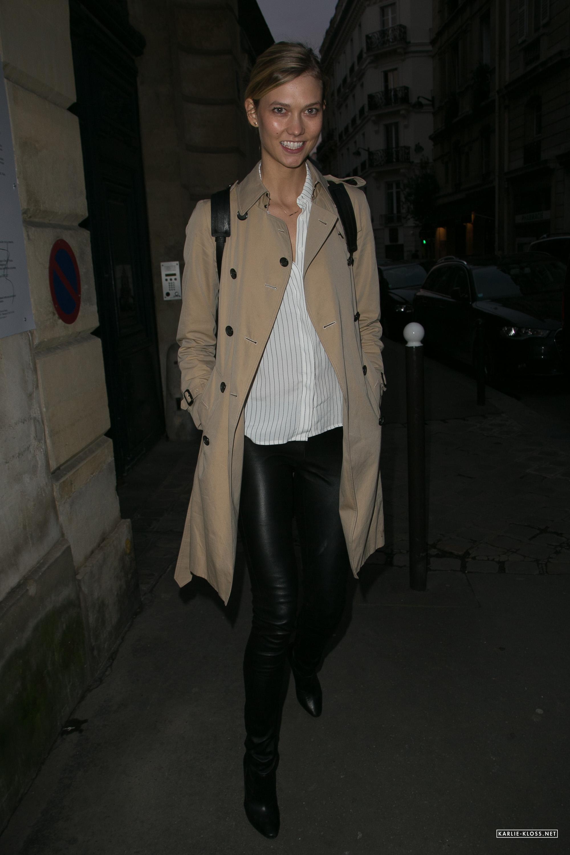 Karlie Kloss leaving Rehearsals In Paris
