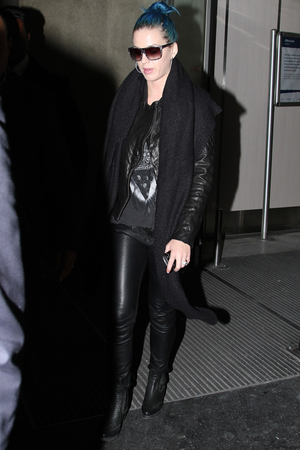 Katy Perry catches a flight out of LA