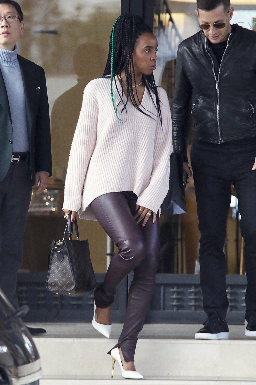 Kelly Rowland christmas shopping at Barney's