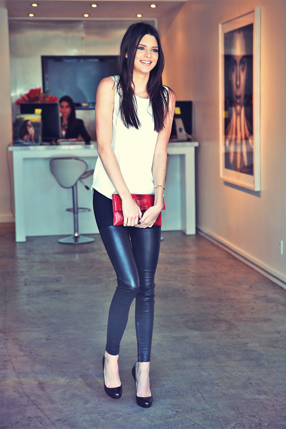 Kendall Jenner stops by a gallery