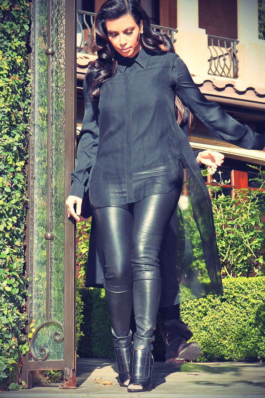 Kim Kardashian Leaves her home